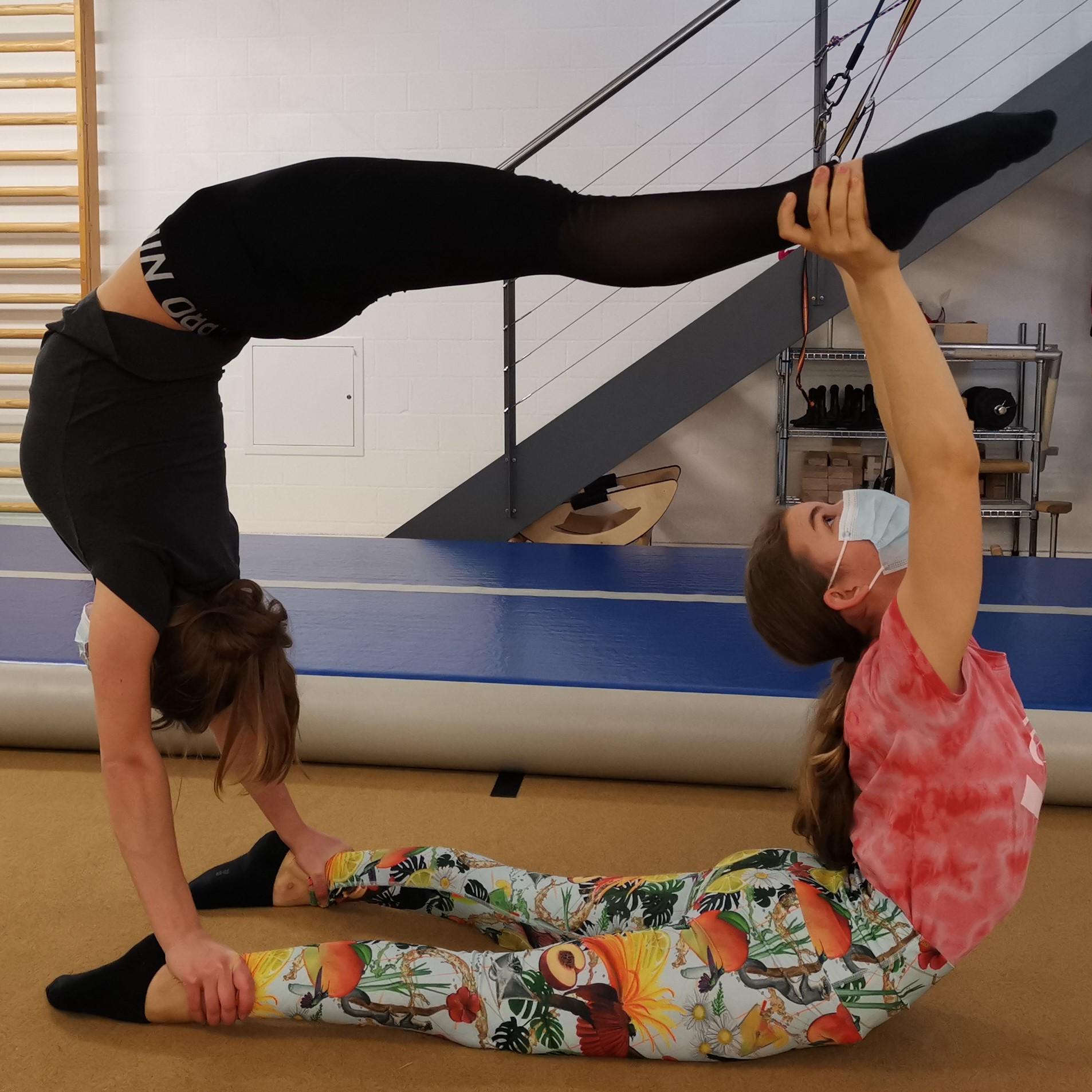 Privatstunde Handstand, Akrobatik, Kontorsion akrobatik.ch KLG, Dietlikon Zürich