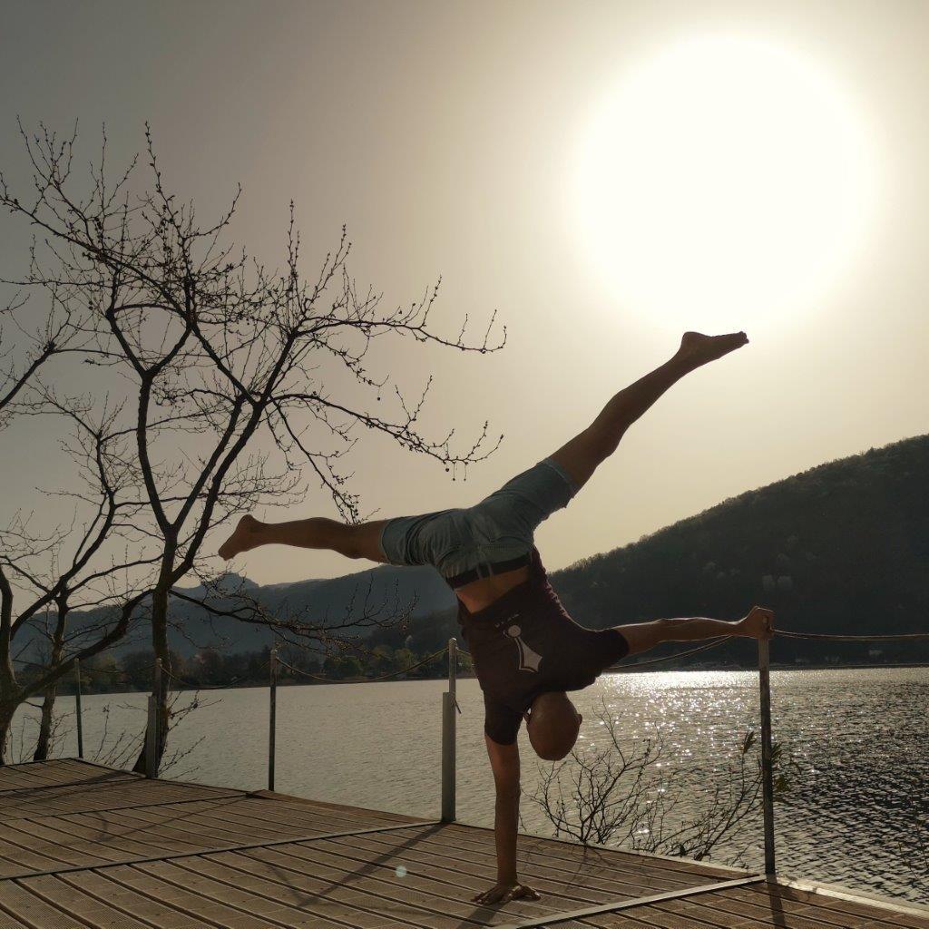 Einarmer, Handstand, akrobatik.ch KLG, Dietlikon Zürich